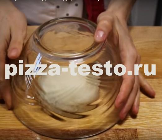 Тонкое тесто для пиццы дрожжевое