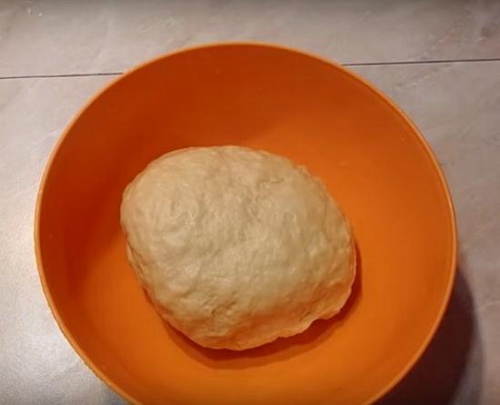 Тесто для пиццы на молоке без дрожжей