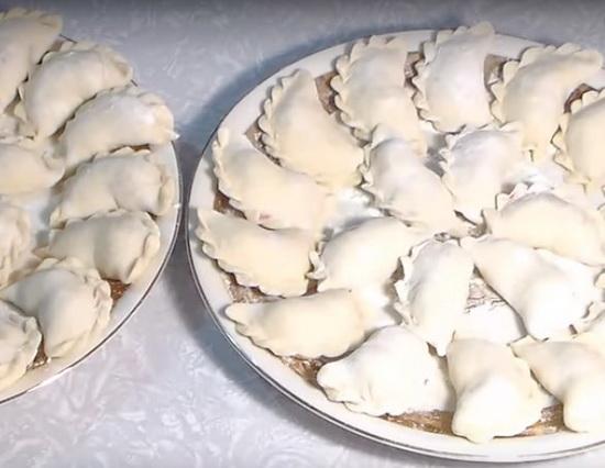Тесто на вареники с вишней: рецепт который всегда получается
