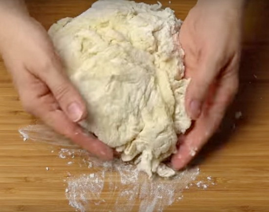 Сдобное тесто на кефире для пирожков и булочек