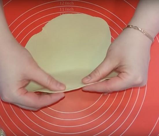 Тесто для чебуреков заварное на кипятке