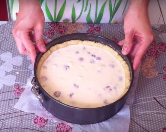 заливной пирог с ягодами на кефире