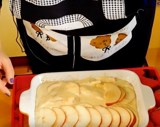 шарлотка пышная с яблоками в духовке бабушкин рецепт