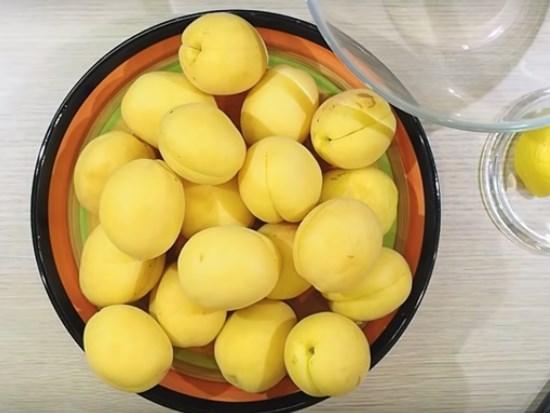 Варенье из абрикосов дольками янтарное