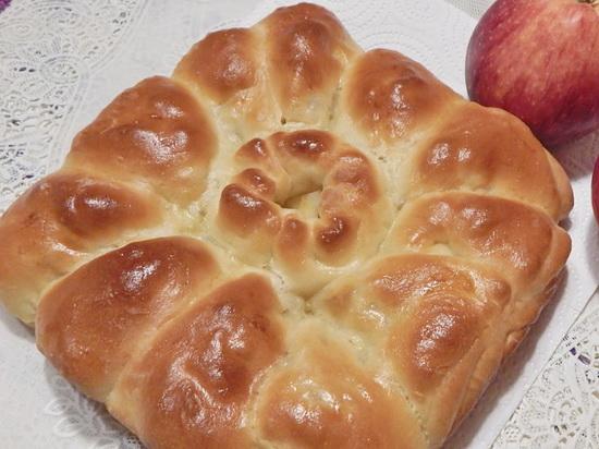 пирог с яблоками в духовке из дрожжевого теста
