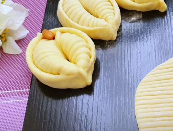 Дрожжевое тесто для булочек из свежих дрожжей